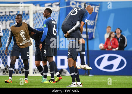 St. Petersburg, Russia. 10th July 2018. final jubilation Steven NZONZI (FRA) with Ngolo RIM (FRA). Action, jubilation, joy, enthusiasm, .hi: Paul POGBA (FRA), Antoine GRIEZMANN (FRA), Benjamin MENDY (FRA). France (FRA) - Belgium (BEL) 1-0, Semifinals, Round of FourSpiel 61 on 10.07.2018 in Saint Petersburg, Saint Petersburg Arena. Football World Cup 2018 in Russia from 14.06. - 15.07.2018. ? Sven Simon Photo Agency GmbH & Co. Press Photo KG # Prinzess-Luise-Str. 41 # 45479 M uelheim/Ruhr # Tel. 0208/9413250 # Fax. 0208/9413260 # GLS Bank # BLZ 430 609 67 # Kto. 4030 025 100 # IBAN DE75 4306 09 - Stock Photo