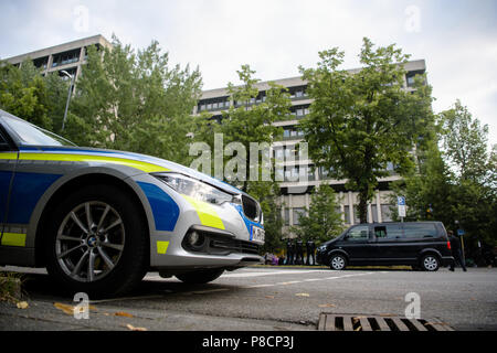 Germany, Munich. 11th July, 2018. Police Vehicles parked in front of the Higher Regional Court in Munich, prior of the verdict regarding the National Socialist Underground trial. Credit: Matthias Balk/dpa/Alamy Live News - Stock Photo