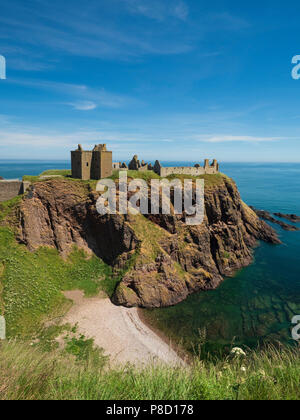 Dunottar Castle, Stonehaven, Aberdeenshire - one of Scotland's most identifiable strongholds, built in the 15th and 1y6th centuries. View with the cov - Stock Photo