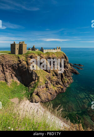 Dunottar Castle, Stonehaven, Aberdeenshire - one of Scotland's most identifiable strongholds, built in the 15th and 1y6th centuries. - Stock Photo