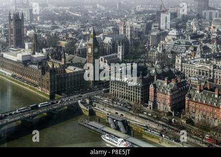 Vista aérea del Big Ben, la gran torre del reloj situado en el lado noroeste del Palacio de Westminster, en Londres. - Stock Photo