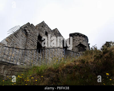 Mow Cop Castle, a ruined folly built as a summerhouse by Randle Wilbraham l on the Cheshire, Staffordshire border in England - Stock Photo