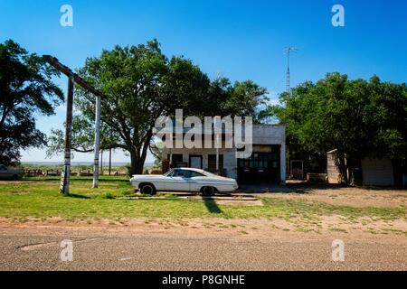 One of the many abandoned buildings found along this stretch of route 66, 'The Mother Road', in New Mexico - Stock Photo