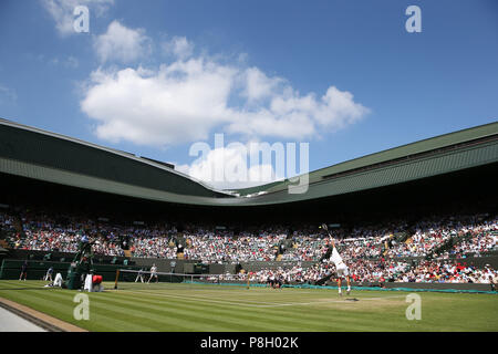 London, UK. 11th July 2018, All England Lawn Tennis and Croquet Club, London, England; The Wimbledon Tennis Championships, Day 9; Roger Federer (SUI) serves to Kevin Anderson (RSA) Credit: Action Plus Sports Images/Alamy Live News - Stock Photo