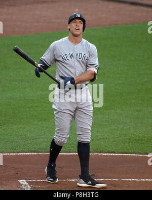 Baltimore, United States Of America. 10th July, 2018. New York Yankees right fielder Aaron Judge (99) bats in the first inning against the Baltimore Orioles at Oriole Park at Camden Yards in Baltimore, MD on Tuesday, July 10, 2018. Credit: Ron Sachs/CNP (RESTRICTION: NO New York or New Jersey Newspapers or newspapers within a 75 mile radius of New York City) | usage worldwide Credit: dpa/Alamy Live News - Stock Photo
