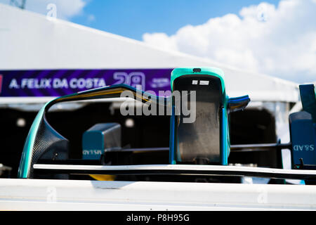 New York, USA. 11th July, 2018. The nose and front wing assembly of an MS&AD Andretti ATEC-03 racing car waits outside the garage of Antonio Felix da Costa as preparations continue ahead of the 2018 NYC E-Prix. Credit: Lou Johnson / Spacesuit Media. Credit: Spacesuit Media/Alamy Live News - Stock Photo