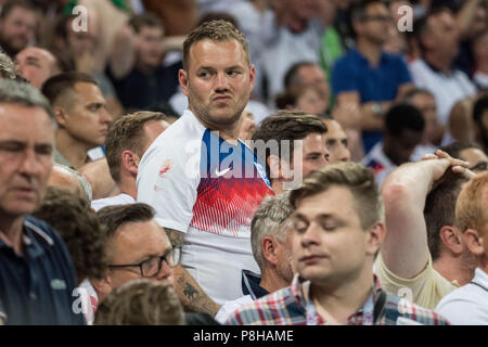 English fans are disappointed, disappointed, disappointed, disappointed, sad, frustrated, frustrated, hastate, half figure, half figure, fan, fans, spectators, supporters, supporters, Croatia (CRO) - England (ENG) 2: 1, semi-finals, Game 62, on 11.07.2018 in Moscow; Football World Cup 2018 in Russia from 14.06. - 15.07.2018. | Usage worldwide - Stock Photo