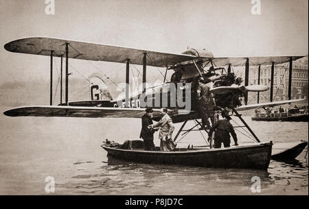 Sir Alan Cobham, pioneering aviator landing on the River Thames in Westminster, London on his return from Australia on 1 October 1926.  He left Rochester, England in his de Havilland DH.50 floatplane on 30 June 1926 for the outward flight to Australia, a journey had spanned 47 days and over 13,000 miles when he reached Melbourne, Australia on 15 August 1926.  Following his return he personally delivered a petition to Parliament about the benefits and importance of civil aviation to the nation, later receiving a knighthood for his pioneering journey. - Stock Photo