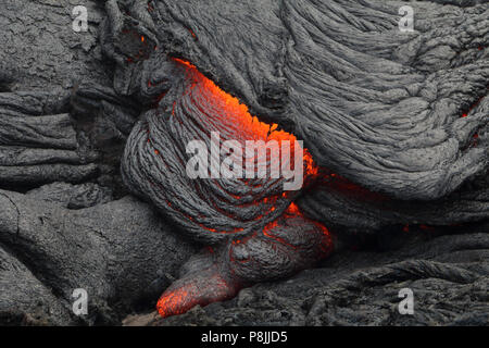 Fresh pahoehoe lava flow from the Puu oo vent on the flanks of Kilauea volcano, on the Big Island of Hawai'i - Stock Photo