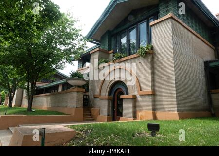 This fine example of Frank Lloyd Wright prairie style architecture was commissioned by the wealthy widow, Susan Lawrence Dana in 1902 and is a major t - Stock Photo