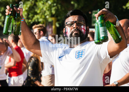 London, UK. 11th July, 2018. An England fan arrives with a supply of beer for a public screening of the FIFA 2018 World Cup semi-final in Hyde Park, the largest such screening of a football match since 1996. The event was organised by the Mayor of London and Government in conjunction with the Royal Parks, the Football Association and other agencies. The match provides England with the chance to reach their first World Cup final since 1966, the only occasion they have won the tournament. Credit: Mark Kerrison/Alamy Live News - Stock Photo