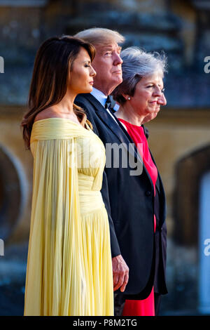 Blenheim Palace, Oxfordshire, UK. 12th July, 2018. Prime Minister, Theresa May, President Donald Trump, First Lady, Melania Trump, Philip May are entertained by the guards band before entering the venue  on Thursday 12 July 2018 at Blenheim Palace, Woodstock. Credit: Julie Edwards/Alamy Live News - Stock Photo