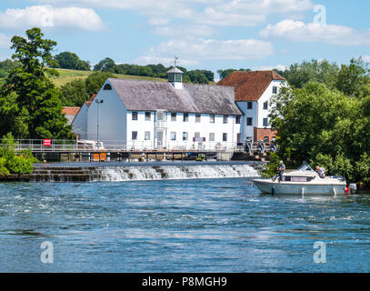 Mill End, Hambleden Lock and Weir, River Thames, Berkshire, England, UK, GB. - Stock Photo