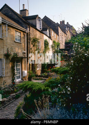 c1989: Evening sunshine on the picturesque old cottages of The Chipping Steps, Tetbury, Cotswolds, Gloucestershire, UK - Stock Photo