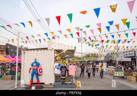 Bangkok, THAILAND - MAY 19 : HUMMUM Boardway Market on may 19, 2018 in Bangkok, THAILAND. It is a famous night market, consist of food and fasion item - Stock Photo