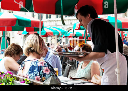 Brussels, Belgium. 23 July, 2015. Tourists relax in cafes in center of Brussels during hot summer afternoon - Stock Photo