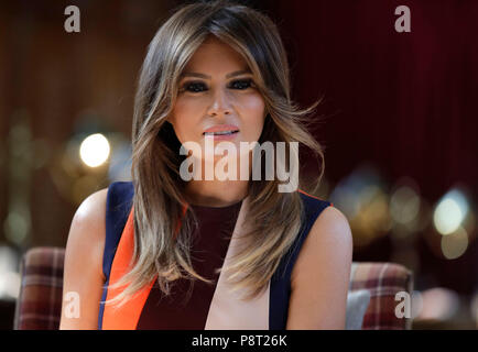 The US First Lady Melania Trump, during a visit to the Royal Hospital, Chelsea, London. - Stock Photo