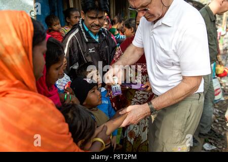 German Doctors in Kolkata on 31 January 2018. The doctors come to the districts where misery reigns to provide medical help. Most of the time, there are more patients than the doctors can handle. Only those who get a stamp on the hand are treated, the rest has to come back. There are three queues, first the children, then the men, so that they can work quickly again, and finally the women.   usage worldwide - Stock Photo