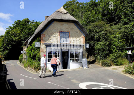 Godshill, Isle of Wight, UK. June 21, 2018.  Three senior holidaymakers walking towards a thatched tea rooms in the village of Godshill on the Isle of - Stock Photo