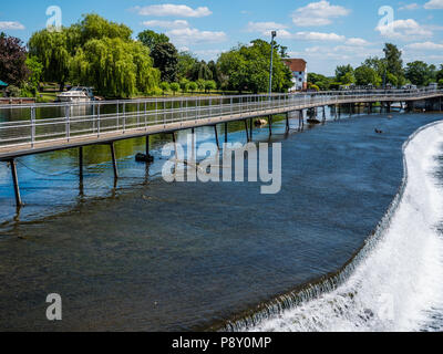 Walkway on Wier, Hambleden Lock and Weir, River Thames, Berkshire, England, UK, GB. - Stock Photo