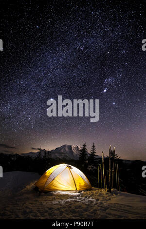 WA14515-00...WASHINGTON - Winter campsite on Suntop Mountain in the Baker-Snoqualmie National Forest. - Stock Photo