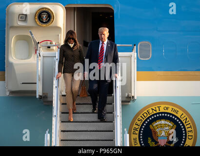 Prestwick Airport, Scotland, UK. 13 July, 2018. President Donald Trump arrives on Air Force One at Prestwick Airport in Ayrshire ahead of a weekend at - Stock Photo