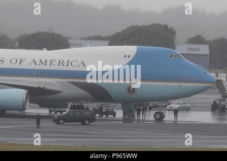 The US presidential convoy arrives at Air Force One at Prestwick airport in Ayrshire, as US President Donald Trump and his wife Melania prepare to leave the UK, after spending the weekend at the Trump Turnberry resort, bound for Finland where the US president will hold talks with Russian leader Vladimir Putin in Helsinki, following meetings with Theresa May and the Queen in a whirlwind tour that took place amid mass protests against his policies across the UK. - Stock Photo