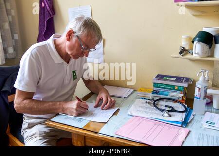 German doctors provide medical help in slums of Nairobi - Kenya - Stock Photo
