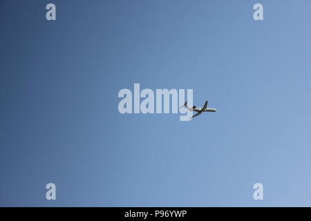 Commercial airplane landing at O'Hare airport in Chicago, Illinois. - Stock Photo