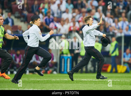 Moscow, Russia. 15th July 2018.  pitch runner, flasher FRANCE - CROATIA  Football FIFA WORLD CUP 2018 RUSSIA, Final, Season 2018/2019, July 15, 2018 in Luzhniki Stadium Moscow, Russia. © Peter Schatz / Alamy Live News - Stock Photo