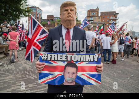 London, UK. 14th July 2018. Pro-Trump supporters gather near the US Embassy in London to celebrate the visit of the 45th President of the United States to UK. Credit: Guy Corbishley/Alamy Live News - Stock Photo
