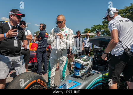 Goodwood Festival of Speed, West Sussex, UK. 15th July 2018. Celebrating 25 years, Silver Jubiilee. Valtteri Bottas Finnish racing driver currently racing with Formula One. Preparing before a race. © Gillian Downes/AlamyLive News - Stock Photo