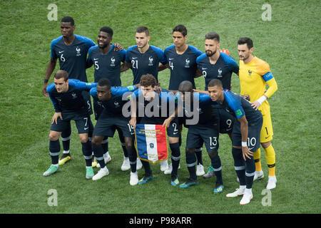 Moscow, Russland. 16th July, 2018. Paulo POGBA (FRA), Samuel UMTITI (FRA), Lucas HERNANDEZ (FRA), Raphael VARANE (FRA), Olivier GIROUD (FRA), Goalkeeper Hugo LLORIS (FRA), URleft to right Antoine GRIEZMANN (FRA), Blaise MATUIDI (FRA), Benjamin PAVARD (FRA), Ngolo KANTE (FRA), Kylian MBAPPE (FRA), team photo, group picture, team photo, team picture, full figure, landscape, France (FRA) - Croatia (CRO) 4: 2, final, Game 64, on 15.07.2018 in Moscow; Football World Cup 2018 in Russia from 14.06. - 15.07.2018. | Usage worldwide Credit: dpa/Alamy Live News - Stock Photo
