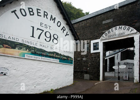 Tobermory Island Single Malt Whisky Distillery Isle of Mull Scotland exterior view of entrance portal gateway to 1798 tobermory distillers limited dis - Stock Photo