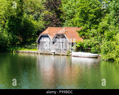 Boat House, Hambleden Lock and Weir, River Thames, Berkshire, England, UK, GB. - Stock Photo