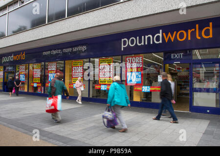Southport, Merseyside, 17/07/2018. Chapel Street PoundWorld closing down sale, high street stores face closure in the seaside town. Market stalls and street traders now seem to dominate the retail landscapes as traditional fashion and discount stores become casualties of high business rates.  Credit: MediaWorldImages/AlamyLiveNews. - Stock Photo