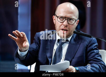 Moscow, Russia. 17th July, 2018. MOSCOW, RUSSIA - JULY 17, 2018: McKinsey & Company Senior Partner Stepan Solzhenitsyn moderates a briefing titled 'City of Megaprojects - From Results to New Goals' as part of the 2018 Moscow Urban Forum in Moscow's Zaryadye Park. Mikhail Japaridze/TASS Credit: ITAR-TASS News Agency/Alamy Live News - Stock Photo