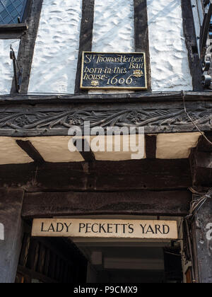 Lady Pecketts Yard and Sir Thomas Herbert birthplace sign in the City of York Yorkshire England - Stock Photo