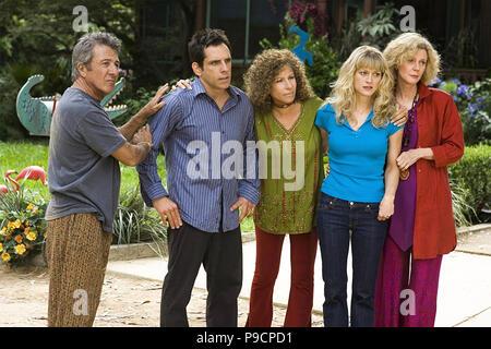MEET THE FOCKERS  2004 Universal Pictures film with from left:  Dustin Hoffman, Ben Stiller, Barbra Streisand, Teri Polo,  Blythe Danner - Stock Photo