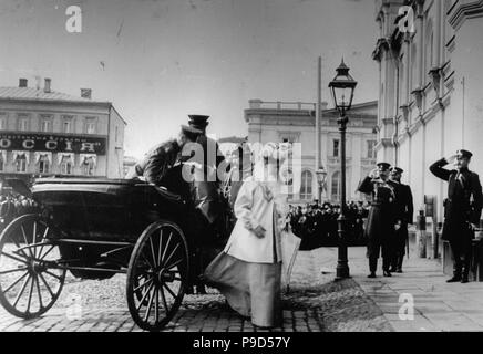 Arrival of Tsar Nicholas II and Tsarina Alexandra Fyodorovna in the Strastnoy Monastery in Moscow. Museum: Russian State Film and Photo Archive, Krasnogorsk.