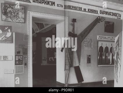 Interior of the Exhibition 'Art from the Age of Imperialism' in the State Russian Museum in Leningrad. Museum: PRIVATE COLLECTION. - Stock Photo