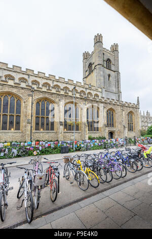 Bicycles parked on the road outside the building of Great St Mary, the university church at Cambridge, England. - Stock Photo