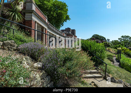 Large curved shelter in Southend on sea's Cliff Gardens,Situated beneath the Westcliff Hotel. - Stock Photo