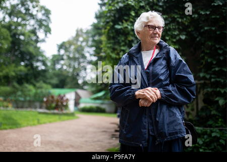 Russia. 18th July, 2018. TULA REGION, RUSSIA - JULY 18, 2018: Olga Alekseyeva-Stanislavskaya, a great-granddaughter of Russian writer Leo Tolstoy, at the Yasnaya Polyana museum-estate in the Tula Region, where his descendants and relatives gather from all over the world ahead of his 190th birthday. Sergei Bobylev/TASS Credit: ITAR-TASS News Agency/Alamy Live News - Stock Photo