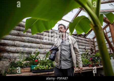Russia. 18th July, 2018. TULA REGION, RUSSIA - JULY 18, 2018: Photographer Dmtiry Tolstoy, a great-grandson of Russian writer Leo Tolstoy, at the Yasnaya Polyana museum-estate in the Tula Region, where his descendants and relatives gather from all over the world ahead of his 190th birthday. Sergei Bobylev/TASS Credit: ITAR-TASS News Agency/Alamy Live News - Stock Photo
