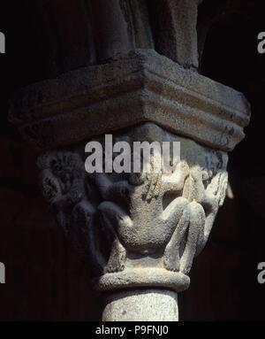 CAPITEL DEL CLAUSTRO DE LA SEO DE URGEL - SIGLO XIII - ROMANICO CATALAN. Location: CATEDRAL, SEO DE URGEL, LERIDA, SPAIN. - Stock Photo