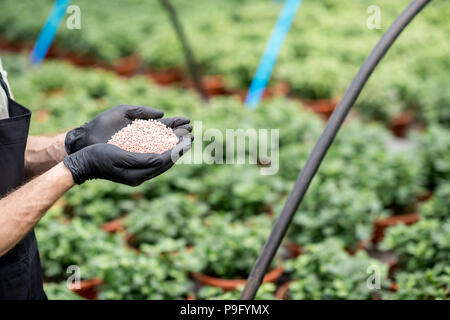 Holding mineral fertilizers