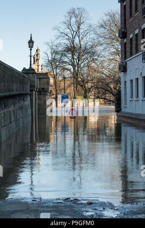 Looking down to Terry Avenue on the banks of the heavily flooded River Ouse in York, North Yorkshire. - Stock Photo