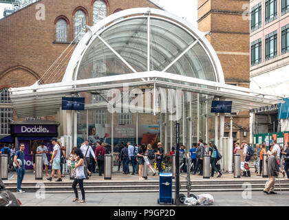 Bishopsgate entrance to Liverpool Street Station, London, a busy terminus serving mostly East and South-East England. Passengers and passers-by. - Stock Photo