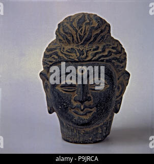 Buddha head made in stone. It comes from Gandhara.